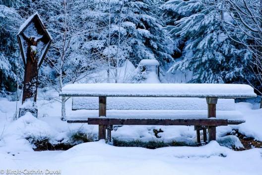 Ruhebank zur schneereichen Aussicht
