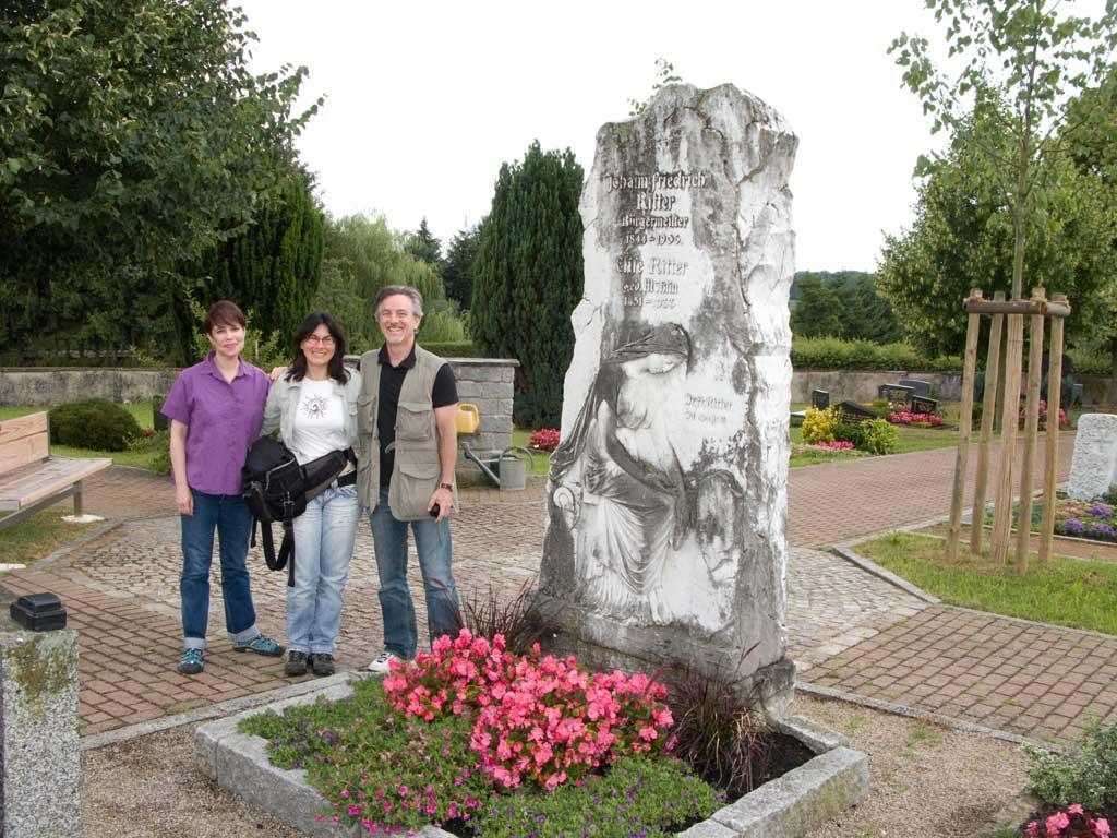 Mit Dan und Dayna am Grabmal der Ritter Familie