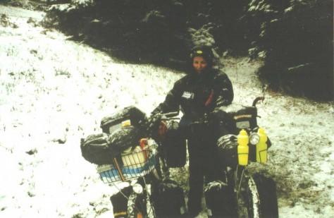 Elena während der ersten Radeltage im Schnee
