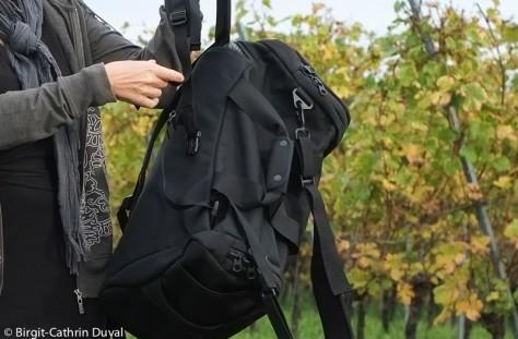 Im Handumdrehen wird aus der Umhängetasche ein Rucksack