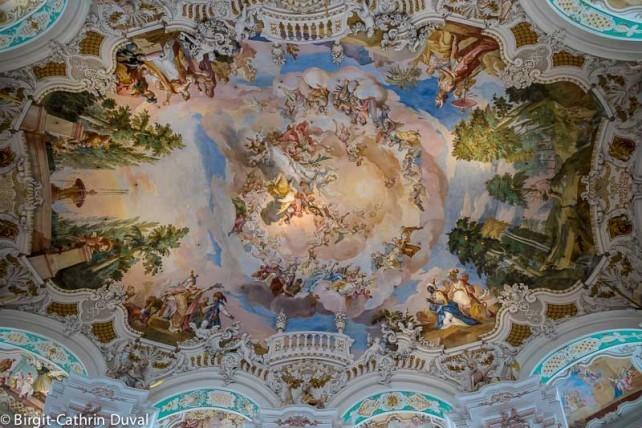 Die Wallfahrtskirche hat beeindruckende Deckenfresken