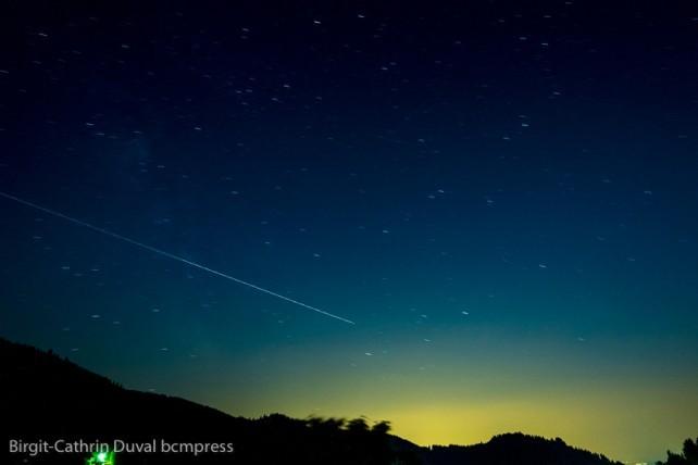 Keine Sternschnuppe, sondern ein Satellit, der über den Himmel läuft
