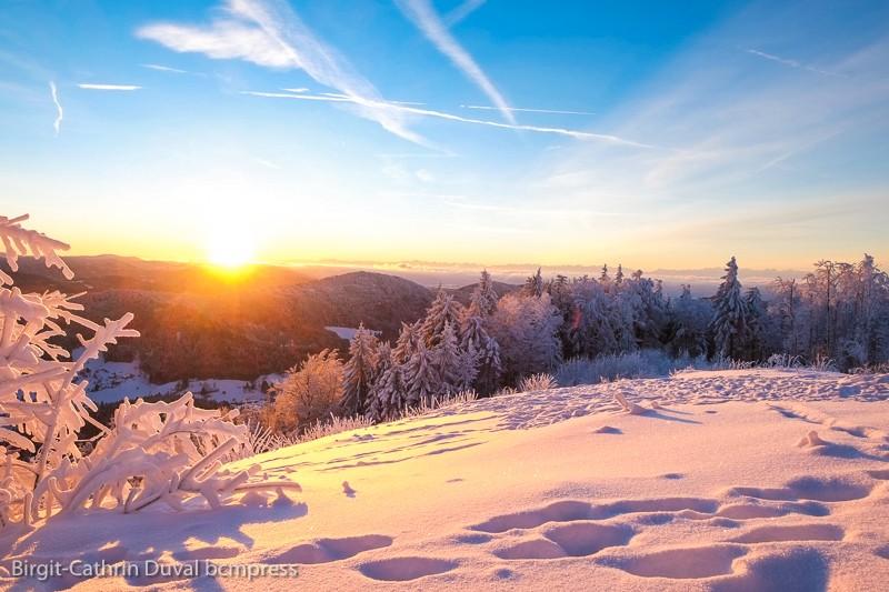 Sonnenaufgang auf dem Hochblauen mit Blick zum Hotzenwald und auf die Alpen