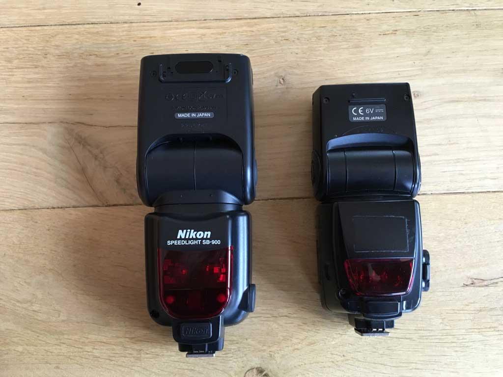 Nikon Hotshoe Blitzgeräte SB 900 (links) und SB 800 (rechts)