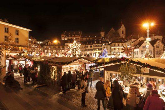 Weihnchtsmarkat auf dem Barfüsserplatz Foto: Basel Tourismus