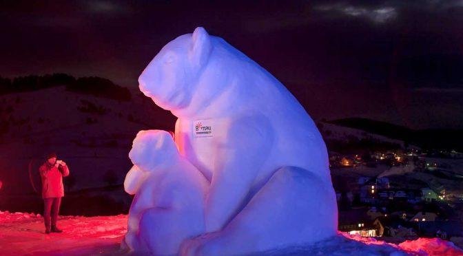 Schneeskulpturen in Bernau bei Nacht