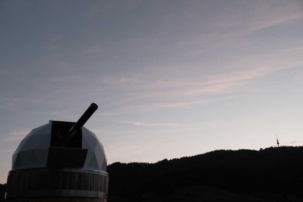Kein Kanonengeschütz sondern die Sternwarte von Achim Schaller in Marzell