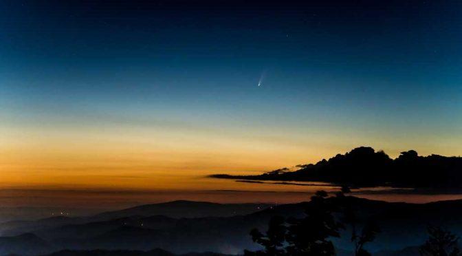 Komet Neowise über dem Schwarzwald